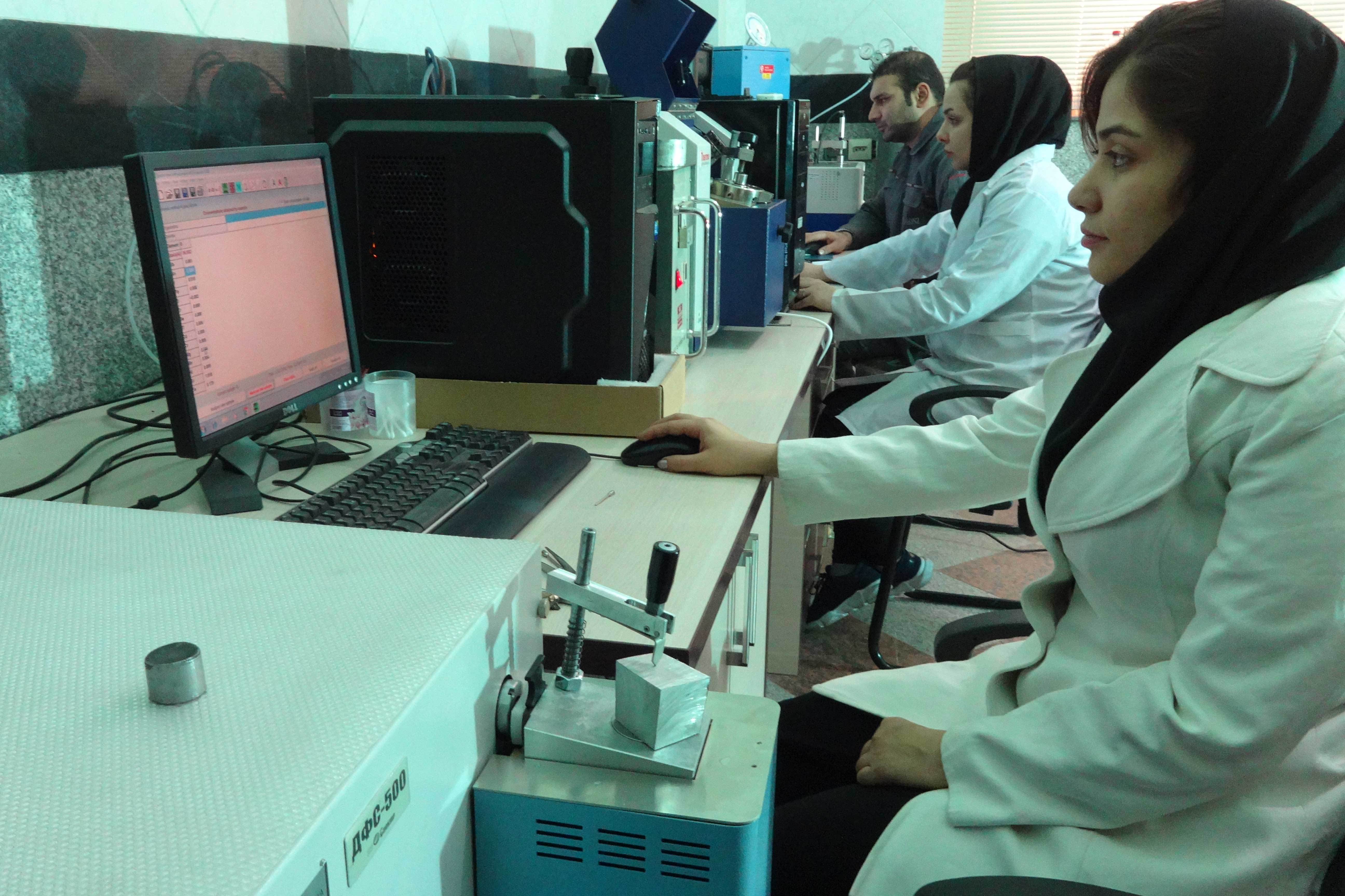 آزمایشگاه شرکت پاک برنز